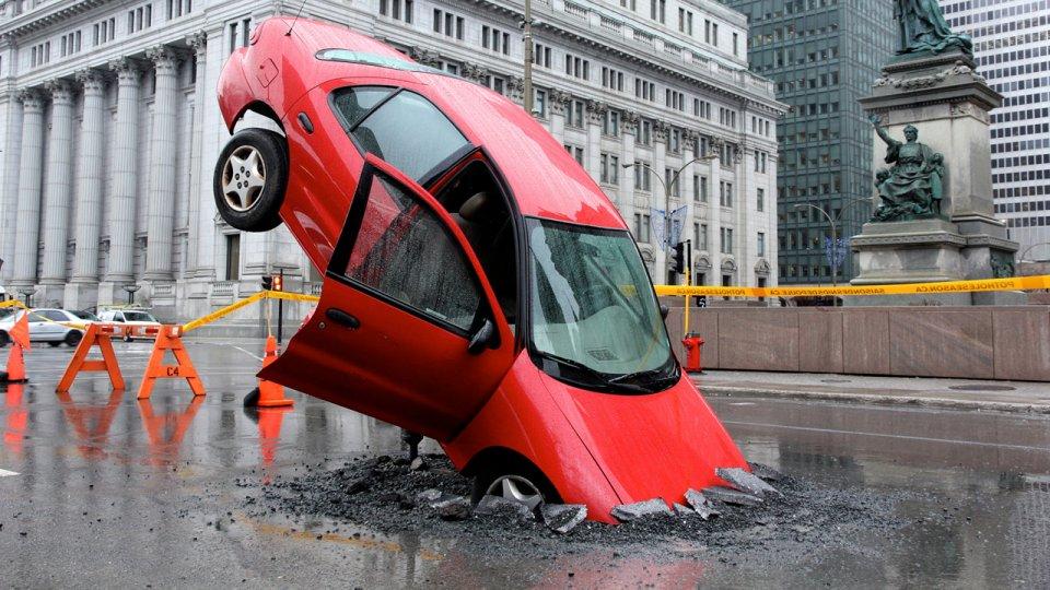 1280-iphone-pothole-season---stunt-002